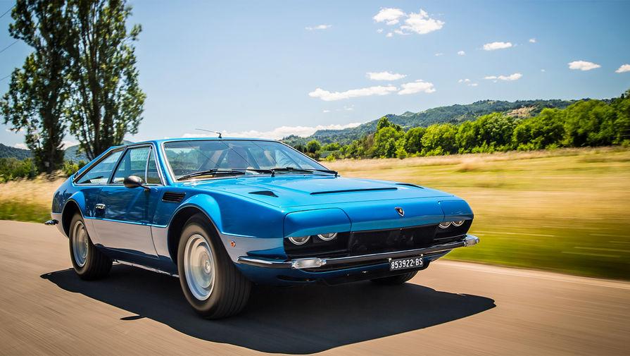 <b>Lamborghini Jarama</b> (годы выпуска: 1970&nbsp;- 1976). В 1970 году компания Lamborghini решила перепроектировать модель Lamborghini Islero для соответствия требованиям США по безопасности. Автомобиль был построен на укороченном шасси Lamborghini Espada. Кузов автомобиля был спроектирован Марчелло Гандини (дизайнерский дом Bertone). Всего было построено 327 автомобилей.