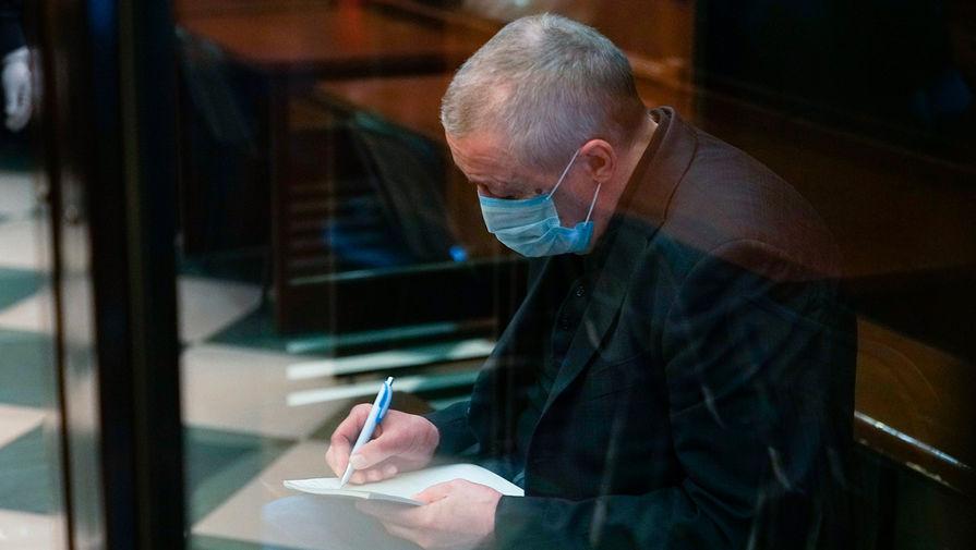 Михаил Ефремов принимает участие в новом суде онлайн