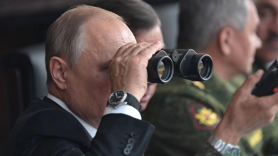 Песков рассказал, почему Путин РЅРѕСЃРёС' гражданскую одежду РЅР°РІРѕРµРЅРЅС‹С… учениях