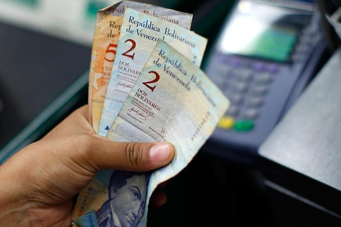 Венесуэла объявила о девальвации национальной валюты
