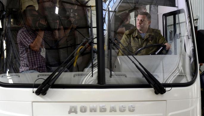 Глава Донецкой народной республики (ДНР) Александр Захарченко за рулем автобуса «Донбасс»