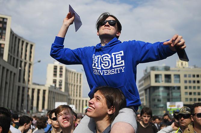 Участники митинга в поддержку мессенджера Telegram на проспекте Сахарова в Москве, 30 апреля 2018 года