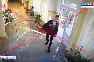 Нападение на колледж в Керчи. Скриншот видео с камер наблюдения.