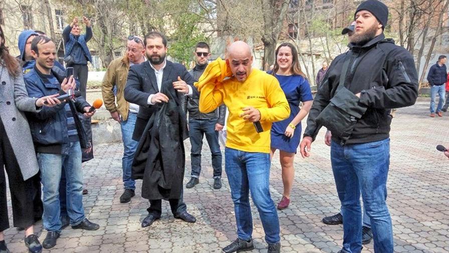 Ведро с фекалиями на голову: за что досталось депутату Украины