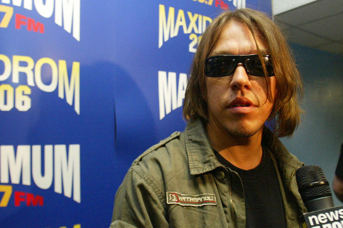 Солист группы «Танцы Минус» Вячеслав Петкун после выступления на рок-фестивале «Максидром-2006»