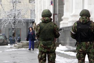 Вооруженные люди на улице Луганска, 22 ноября 2017 года