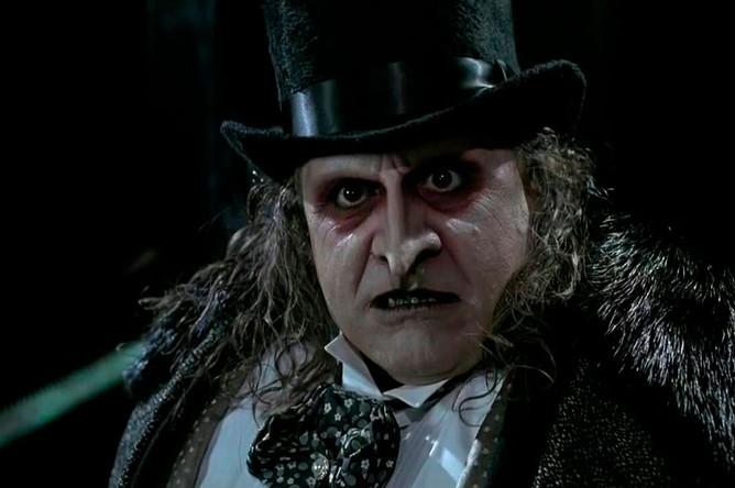 <b>«Бэтмен возвращается» (1992)</b> <br> В одном из интервью артист упоминал, что перед началом съемок фильма о супергерое ему запретили рассказывать о своем персонаже даже родственникам. Благодаря роли злодея Пингвина из подземки Готема Де Вито запомнился как разноплановый актер