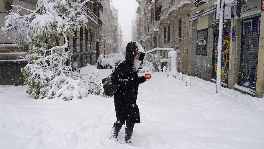 Сильнейший за последние годы снегопад парализовал Мадрид