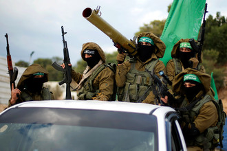Боевики ХАМАС во время военного парада в Секторе Газа, декабрь 2016 года