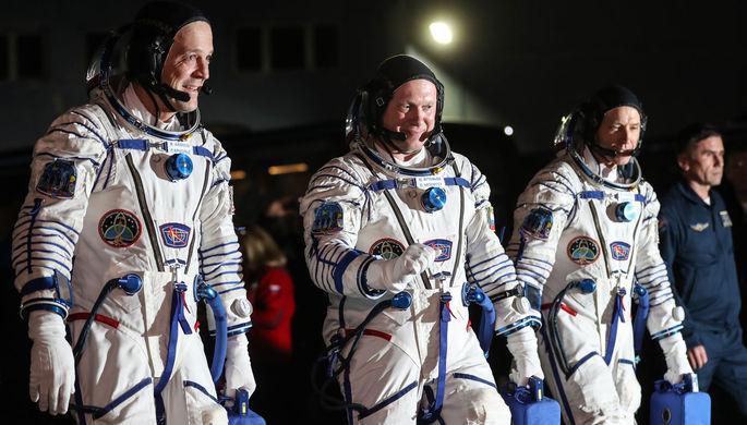Члены основного экипажа корабля «Союз МС-08» экспедиции МКС-55/56 астронавт НАСА Рики...