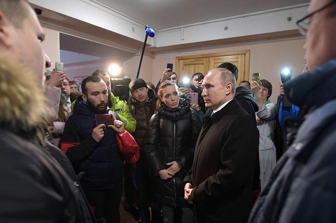 Президент России Владимир Путин во время встречи с жителями Кемерово и родственниками пропавших без вести после пожара в ТЦ «Зимняя вишня», 27 марта 2018 года