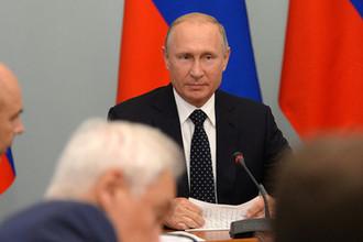 Президент России Владимир Путин во время совещания по социально-экономическим вопросам в Омске, 28 августа 2018 года