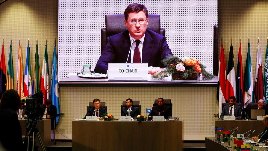 Министр энергетики России Александр Новак, министр энергетики ОАЭ Сухейль Мухаммед аль-Мазруи и генсек ОПЕК Мохаммед Баркиндо во время встречи в штаб-квартире организации в Вене, 7 декабря 2018 года