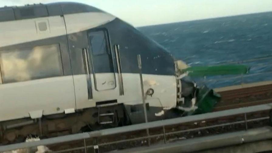 Первый вагон пассажирского поезда