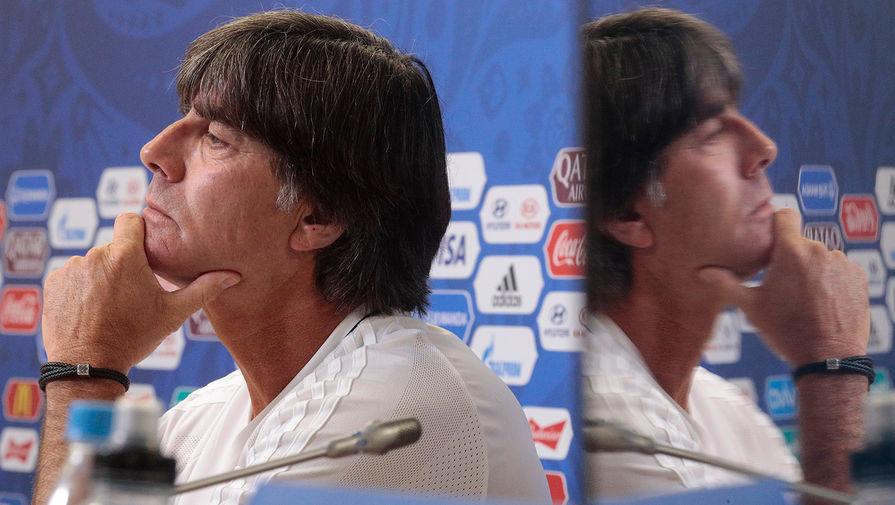 Йоахим Лёв во время пресс-конференции перед матчем сборной Германии и сборной Чили в Кубке конфедераций в Санкт-Петербурге, 2017 год