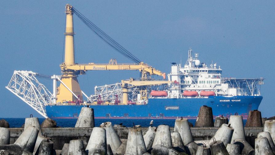 Российское краново-монтажное трубоукладочное судно (КМТУС) «Академик Черский» в акватории Калининграда, 2020 год
