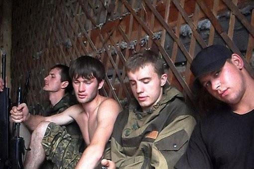 Голландия отказала брату (на фото справа) «приморского партизана» Алексею Сладких в политическом убежище