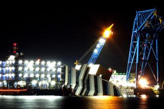 Работы по подъему затонувшего круизного лайнера Costa Concordia