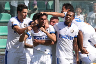 Миланцы празднуют победу с редким счетом 7:0