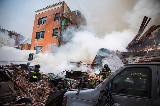 На месте взрыва жилого дома в Нью-Йорке