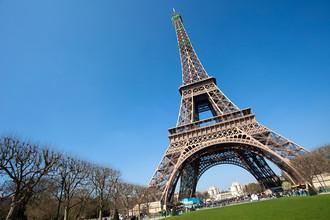 Изначально французы окрестили Эйфелеву башню «самой бесполезной и чудовищно уродливой конструкцией»