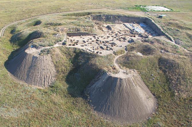 Вид раскопа Верхнего города с высоты птичьего полета