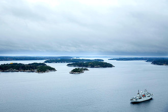 Шведское судно патрулирует воды Стокгольмского архипелага