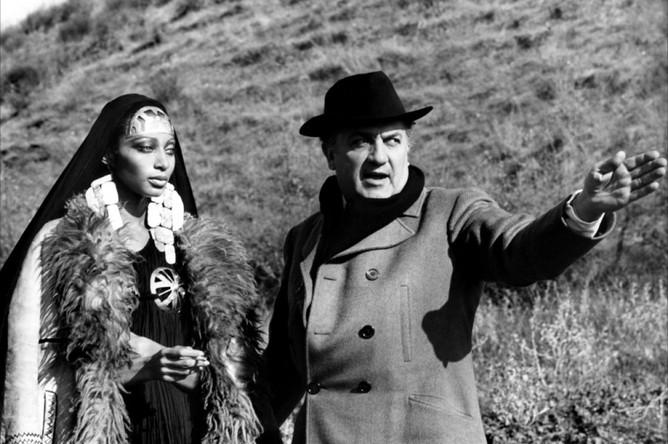 Федерико Феллини на съемочной площадке фильма «Сатирикон»