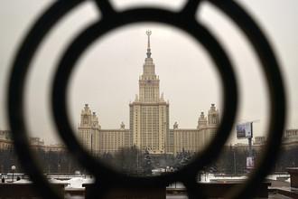 Главное здание МГУ на Воробьевых горах в Москве, 2016 год