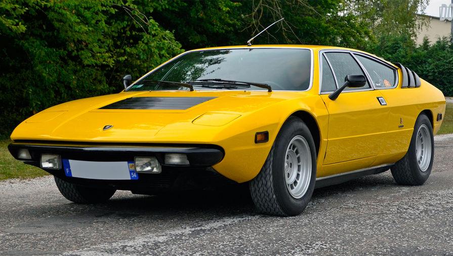 <b>Lamborghini Urraco</b> (годы выпуска: 1970&nbsp;- 1979). По традиции автомобилю было дано название, связанное с корридой: Уррако &mdash; кличка быка со знаменитой фермы Миура, выращивающей самых свирепых животных для корриды. По легенде, Уррако убил троих матадоров, установив своеобразный рекорд. К 1979 году был построен 791 автомобиль.