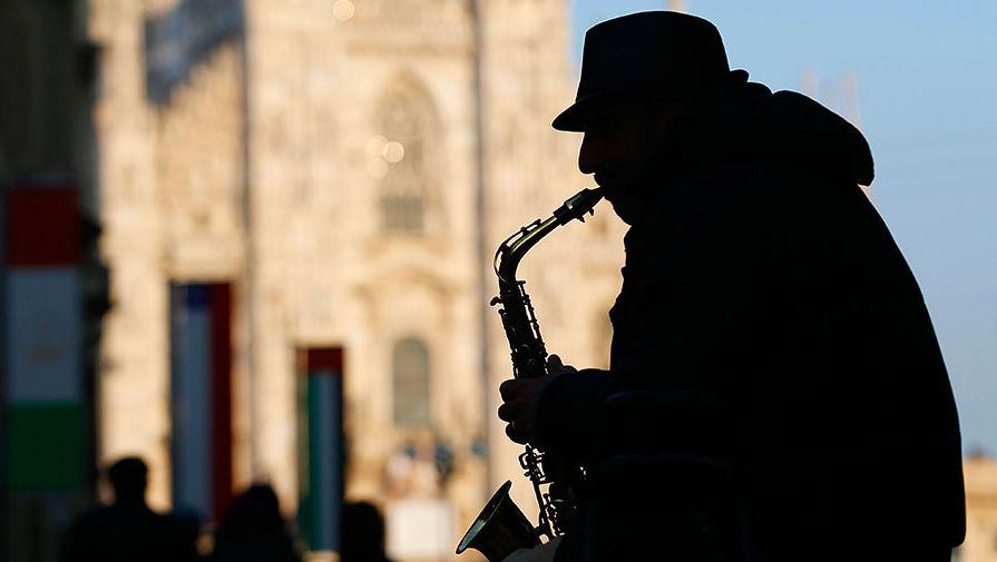 Уличный музыкант в Милане