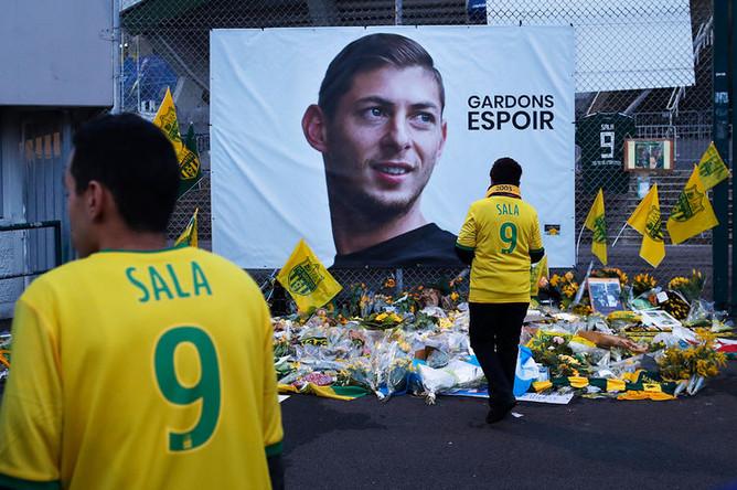 Плакат с изображением Эмилиано Сала, 30 января 2019 года