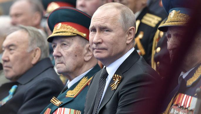 Президент России Владимир Путин во время военного парада Победы на Красной площади, 9 мая 2019 года