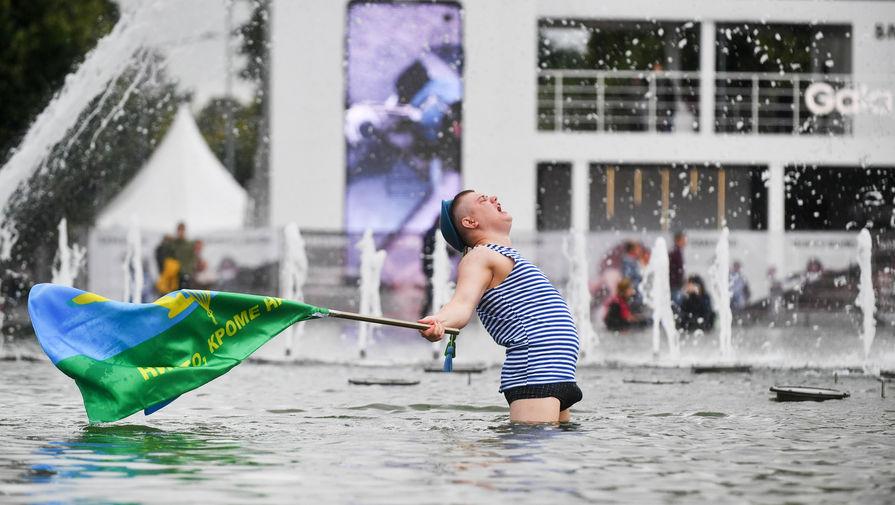 Врач рассказал об опасности купания в фонтанах