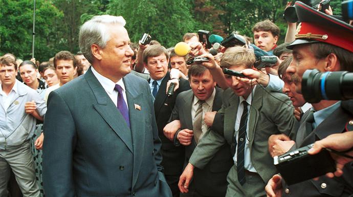 Борис Ельцин на избирательном участке, 12 июня 1991 года