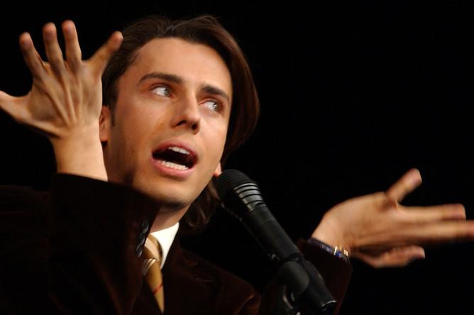 Максим Галкин во время выступления, 2005 год