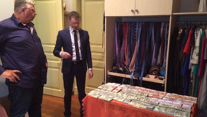 Глава ФТС России Андрей Бельянинов во время обыска в его доме, июль 2016 года