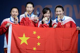 Китайские фехтовальщицы Хао Цзялу, Сунь Юйцзе, Сунь Юлинь и Сюй Аньци