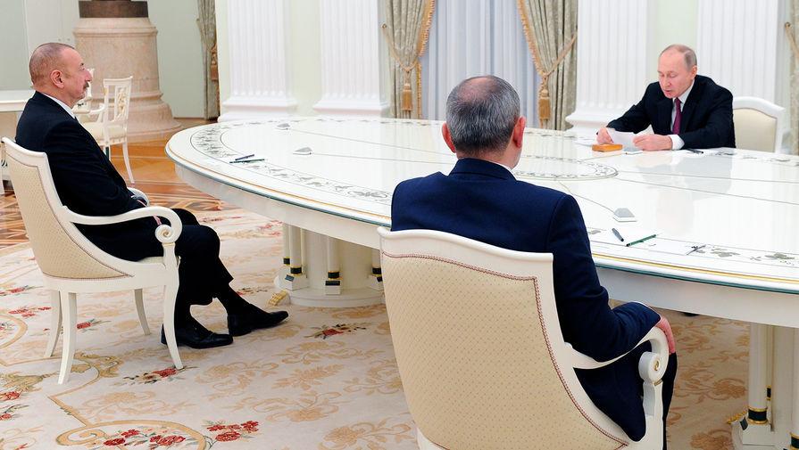 Президент Азербайджана Ильхам Алиев, премьер-министр Армении Никол Пашинян и президент России Владимир Путин во время трехсторонних переговоров по поводу ситуации в Нагорном Карабахе, 11 января 2021 года