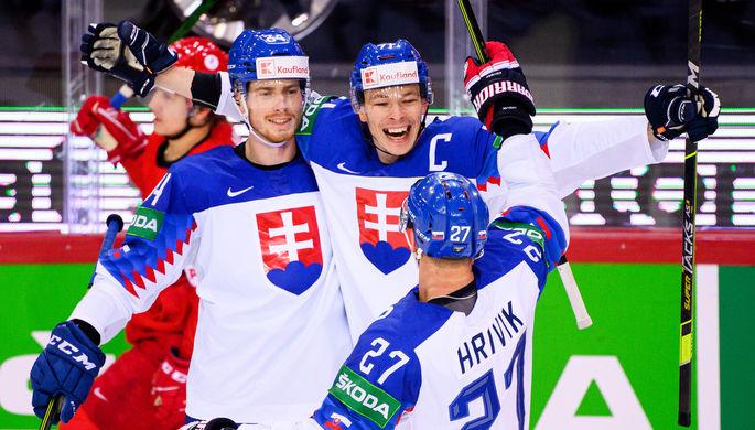Сборная Словакии празднует гол в матче с Россией