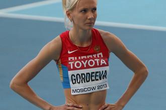 В секторе для прыжков в высоту- Ирина Гордеева