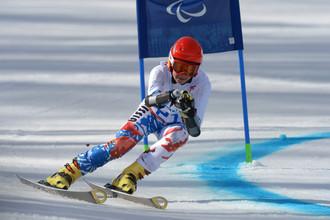 Мария Папулова (Россия) на трассе гигантского слалома в первой попытке в классе LW 2-9 (стоя) на соревнованиях по горнолыжному спорту среди женщин на XI Паралимпийских зимних играх в Сочи.
