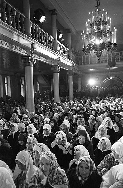 Женщины в мечети. Ураза-байрам, 1957 год. Фотограф Б. Колесников//Красногорский архив