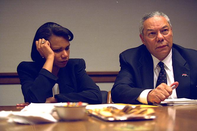 Советник по нацбезопасности США Кондолиза Райс и госсекретарь Колин Пауэлл на совещании в Белом доме 11 сентября 2001 года