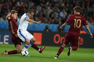 На Евро-2016 Александр Кокорин и Федор Смолов пытались вместе остановить словака Виктора Печовски. Сегодня давние товарищи сыграют друг против друга