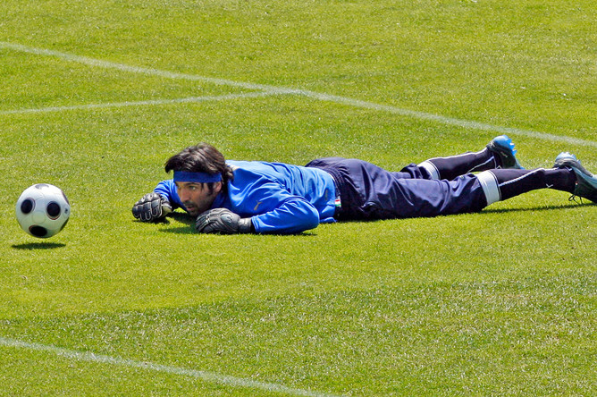 Вратарь Джанлуиджи Буффон на тренировке, 19 июня 2008