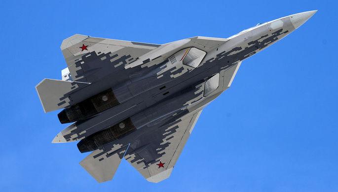 Многофункциональный истребитель пятого поколения Су-57 (Т-50 или ПАК ФА) на военном параде...