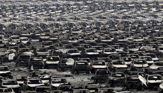 После взрыва в порту одного из крупнейших городов Китая Тяньцзинь сгорели 10 тыс. машин