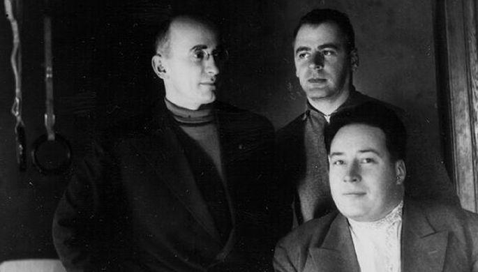 Л.П.Берия (слева), В.Н.Меркулов — на 2-м плане. 1934 год