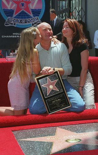 В 1999 году Коллинз получил звезду на Голливудской аллее славы, в 2003-м вошел в Зал славы авторов песен». В качестве участника группы Genesis имя артисты было внесено в Зал славы рок-н-ролла в 2010 году. Музыкант занимает 43 место в списке «100 величайших барабанщиков всех времен» журнала Rolling Stone